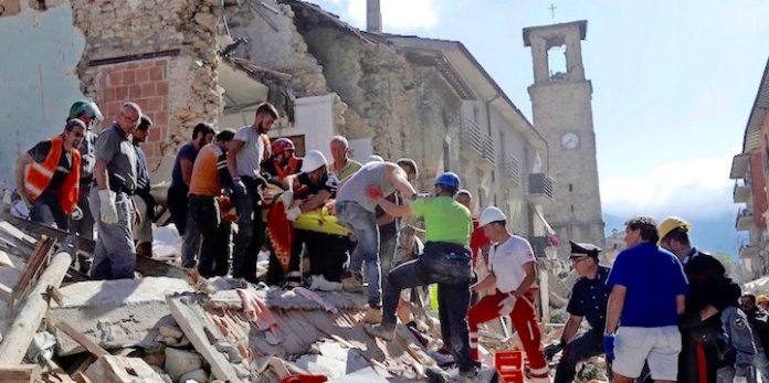 Amatrice, 24 agosto 2016 (AP Photo/Alessandra Tarantino)